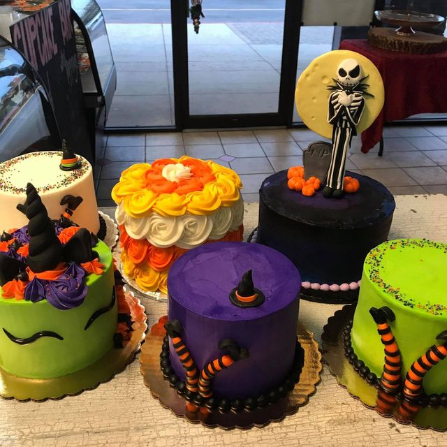 Batter Up Cakes | Holiday Cakes | Huntsville, AL