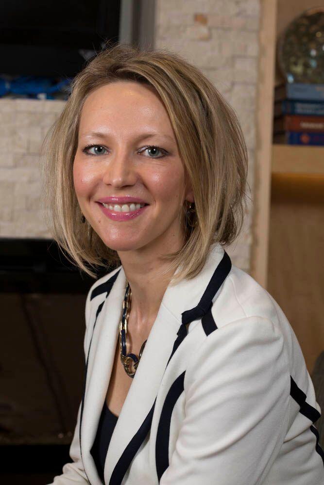 Dr. Elizabeth Nikolaeva Manchester