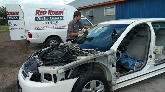 Red Robin Auto Glass LLC | Auto Repair | Eau Claire, WI