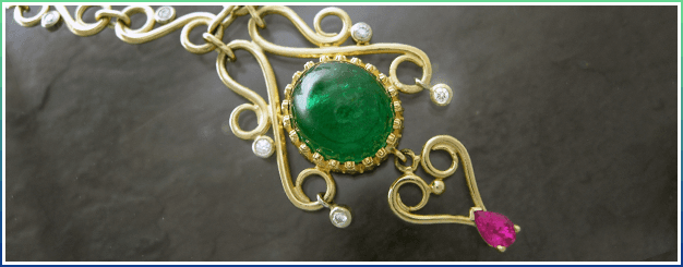 Emerald cabochon with pink sapphire