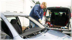 Mobile auto glass service