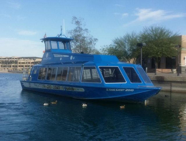 Boat tour at Lake Havasu with hot air balloons