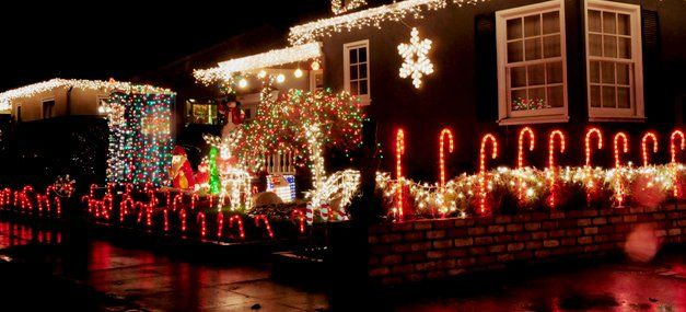 Holiday Lighting | Christmas Decorations | Strongsville, OH