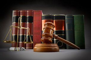 Law scale and gavel