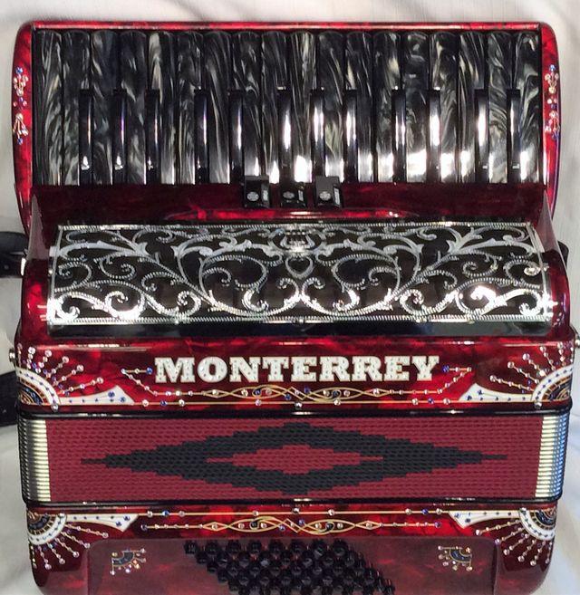 New Piano Accordions   MIDI Accordions   Oak Lawn, IL