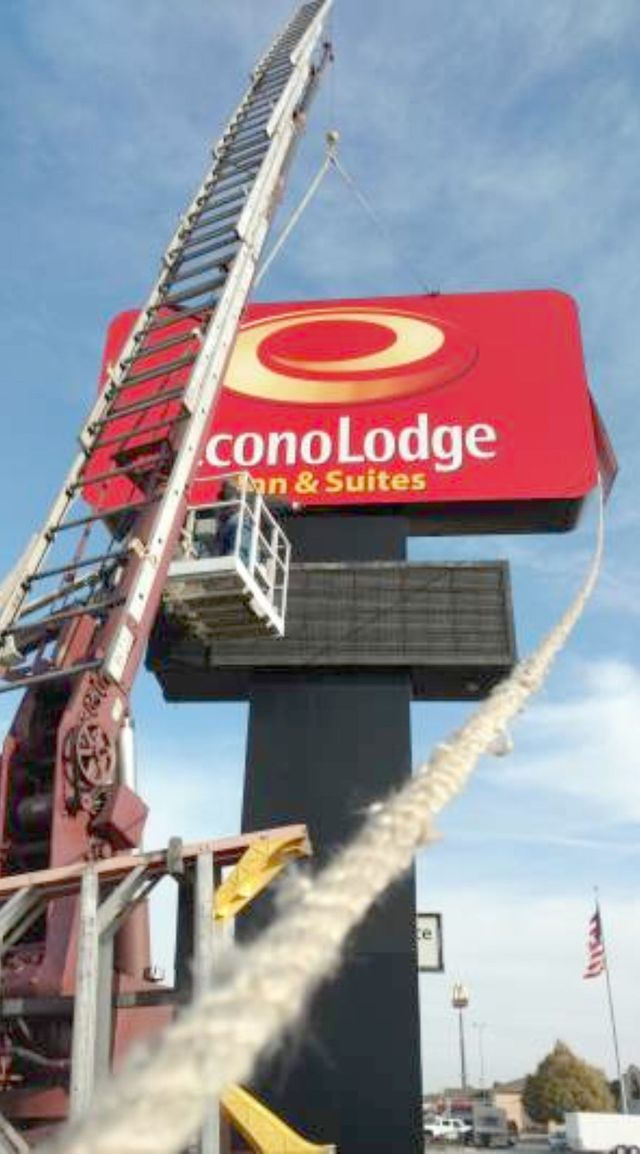 Econo Lodge Signs